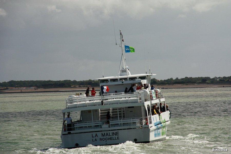 Bateau assurant la liaison avec les Iles . dans La Rochelle IMG_5777_redimensionner
