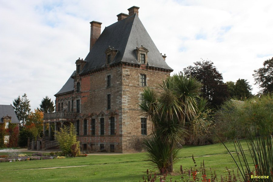 Chateau-de-Ducey-01