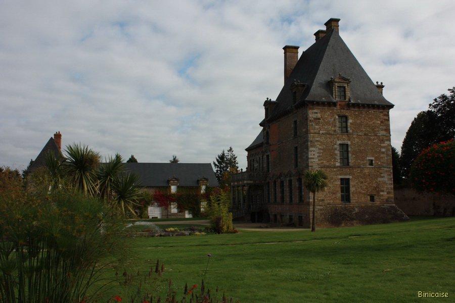 Une jolie petite ville Ducey. dans Normandie Chateau-de-Ducey-02