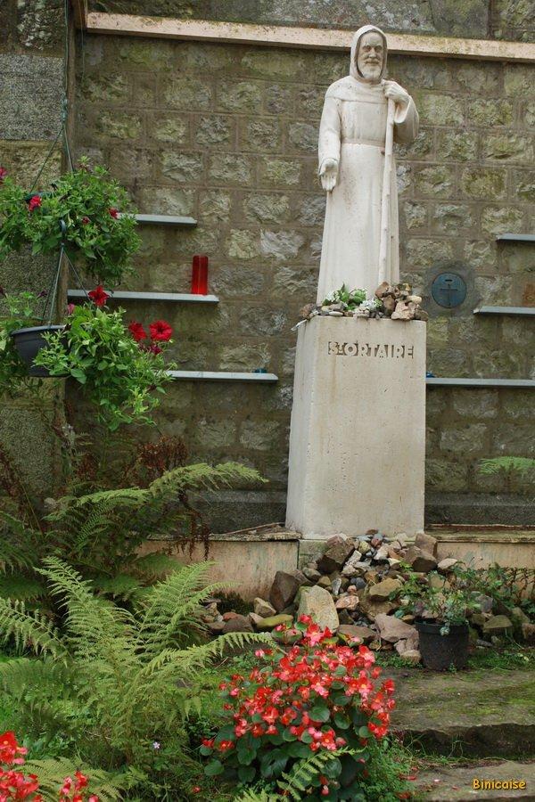 Saint Ortaire. dans Normandie chapelle-statue-st-ortaire-
