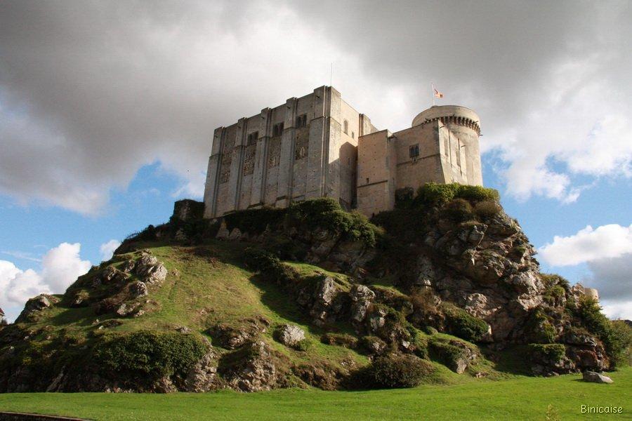 Falaise le château. dans Normandie falaise-23_redimensionner