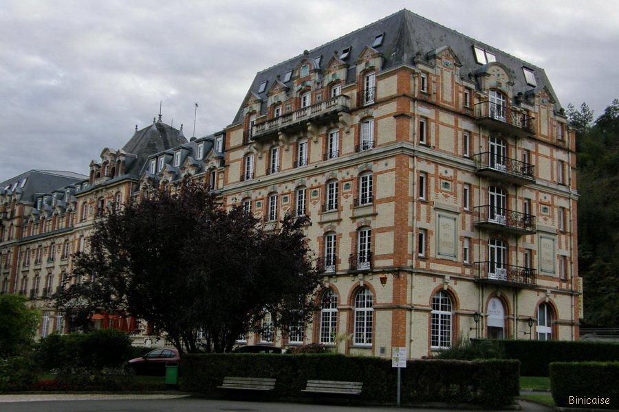 La cure de Bagnoles. dans Normandie pa027149_redimensionner
