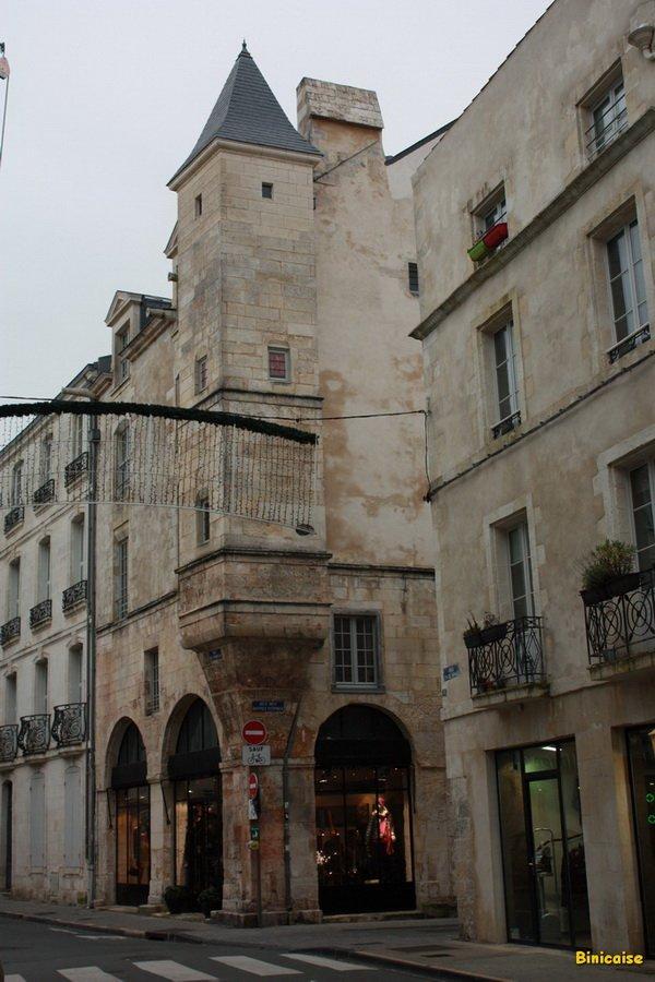 La Rochelle . Centre ville.  dans La Rochelle img_7295_redimensionner_redimensionner