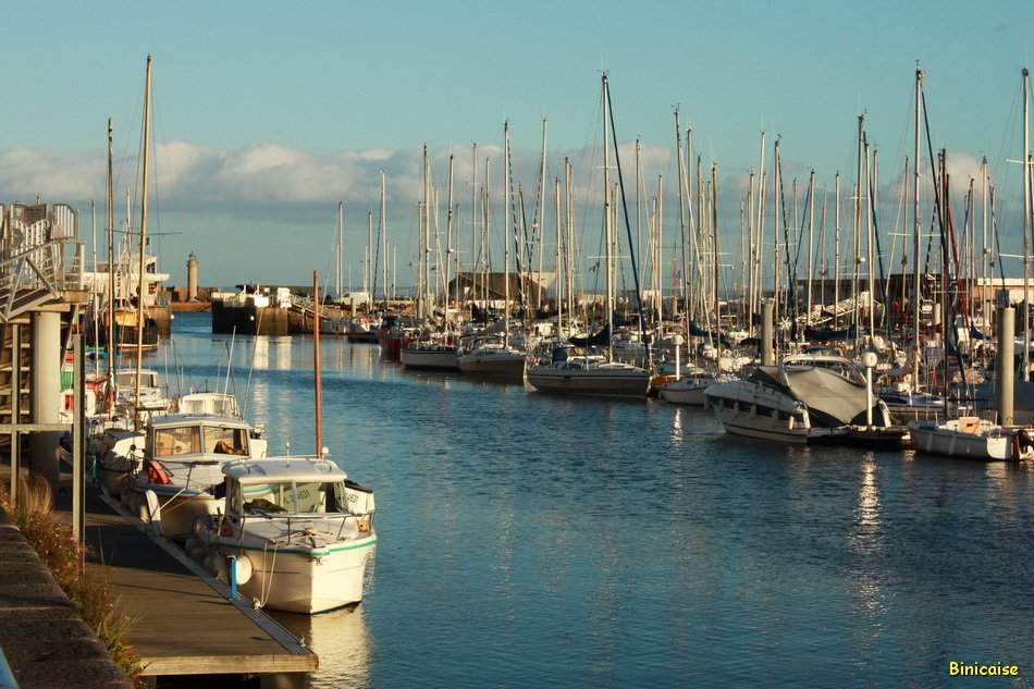Un dimanche sur le port. dans Bretagne le-port-ouvert-01