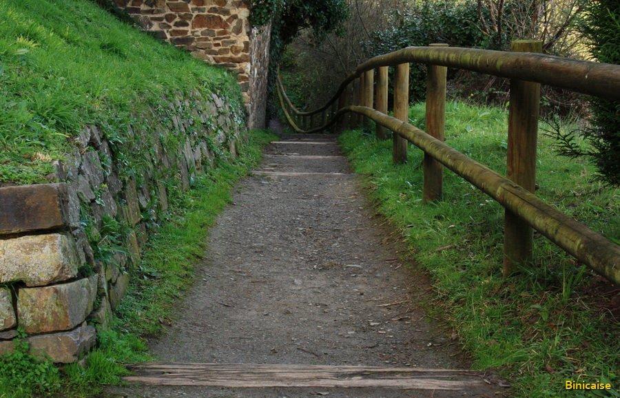 Le chemin de randonnée . dans Bretagne 900_7610
