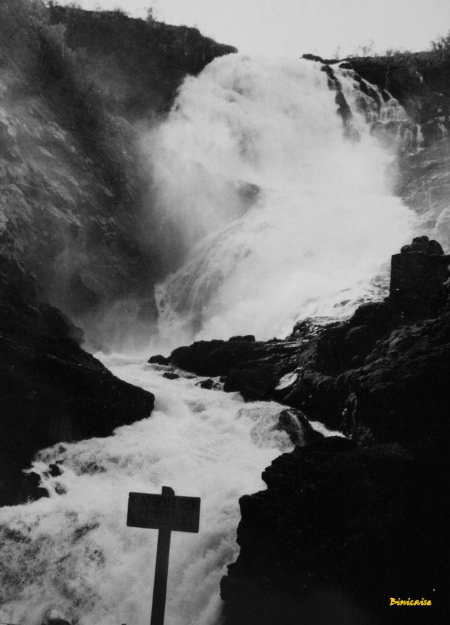 Cascade en Norvège. dans Photos cascade-bis