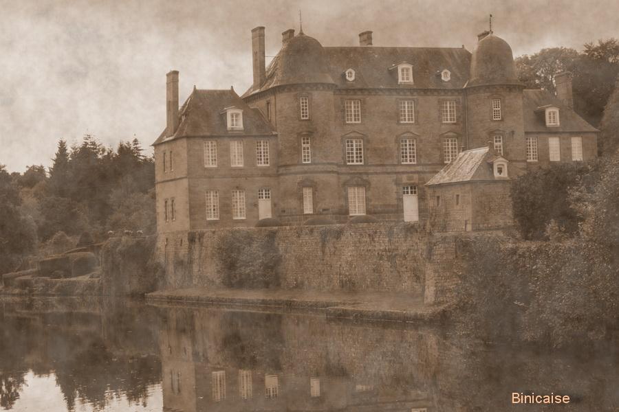 Château de Couterne . dans Normandie chateau-de-couterne
