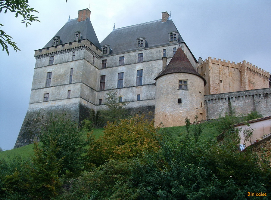 Château de Biron. dans Paysages urbains et autres 1-chateau-de-biron01b_redimensionner