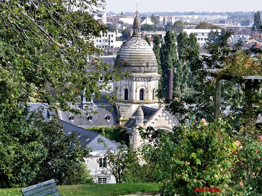 Laval vue depuis le jardin de la Perrine dans Pays de Loire et Touraine. laval-vue-depuis-le-jardin-de-la-perrine
