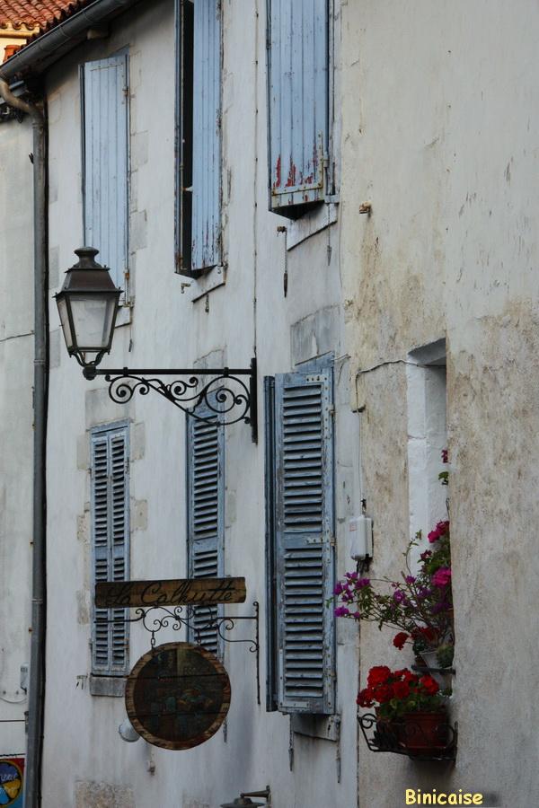 Quartier Saint Nicolas. dans La Rochelle fenetre-sur-cour