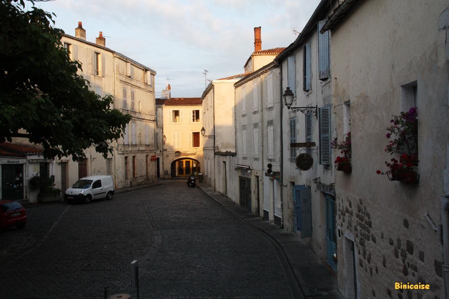 Une rue du quartier Saint Nicolas. dans La Rochelle reveil-la-rochelle
