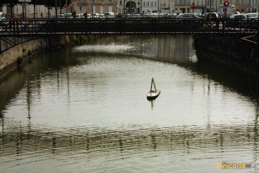 Reflets sur le canal. dans La Rochelle canal-2