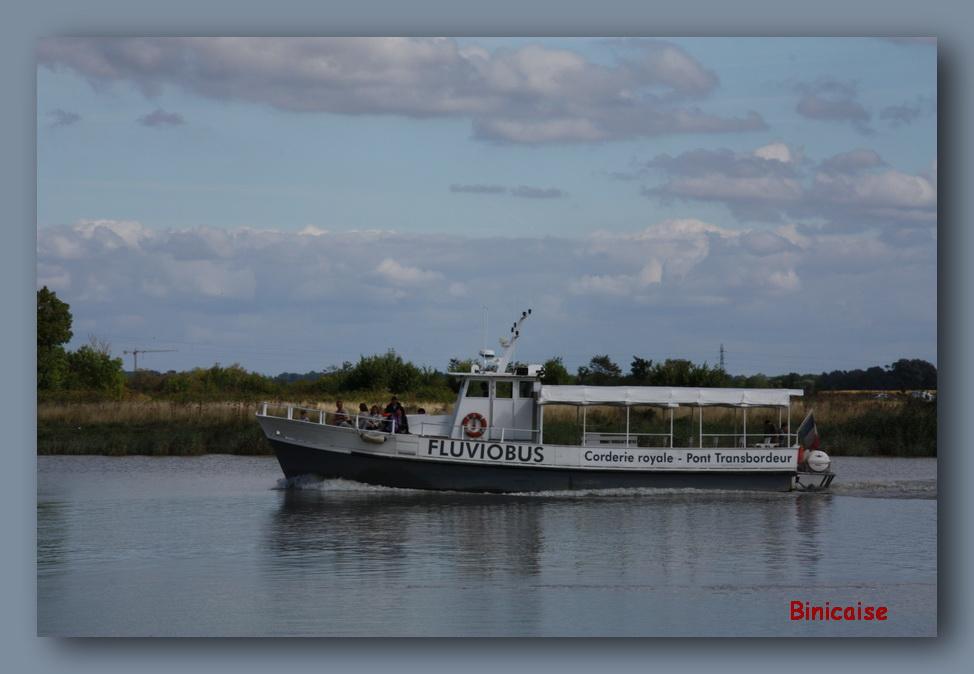 Fluviobus sur la Charente. dans Charentes Maritimes bus-de-mer
