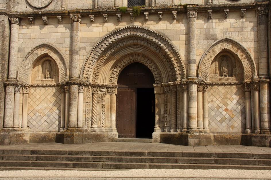 Eglise St Nicolas de Maiillezais 03