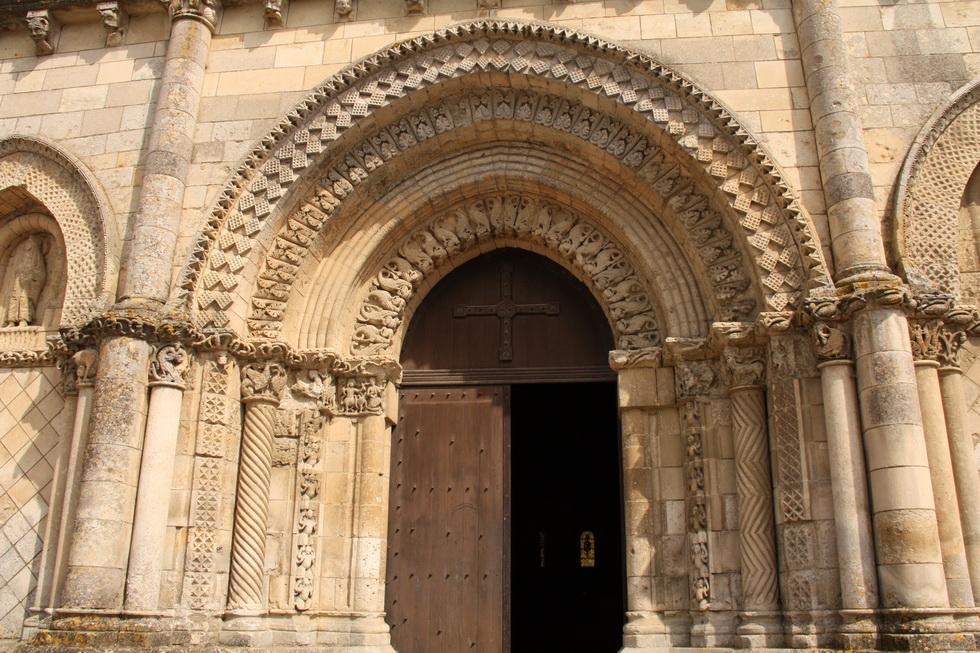 Eglise St Nicolas de Maiillezais 05