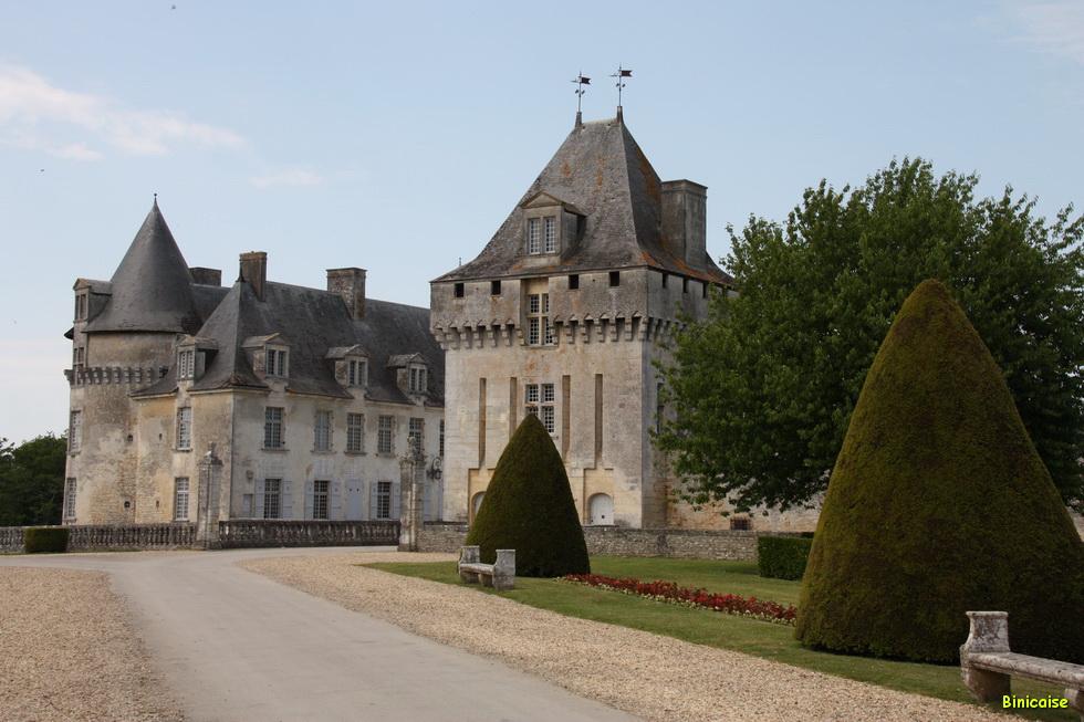 Chateau de la Roche Courbon 02