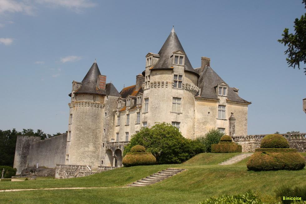 Chateau de la Roche Courbon 03