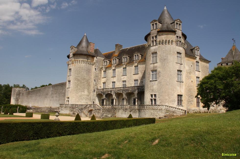 Chateau de la Roche Courbon 04