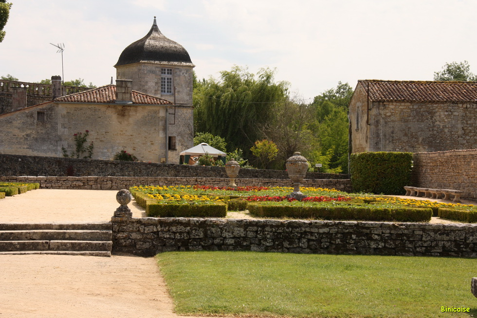 Chateau de la Roche Courbon 05
