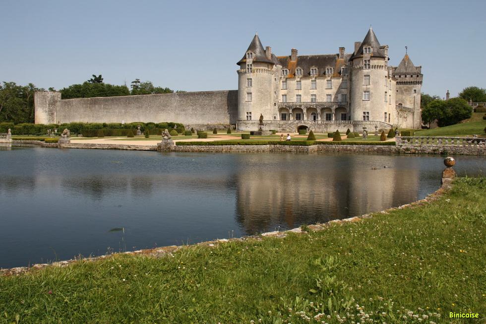 Chateau de la Roche Courbon 07